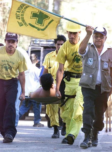 Mayen, mano derecha lleva la bandera de Comandos durante una emergencia del pasado.