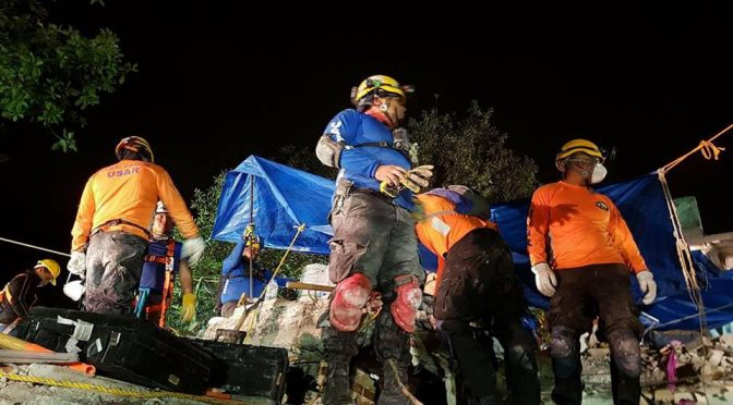 Comandos and USAR look for Possible Survivors