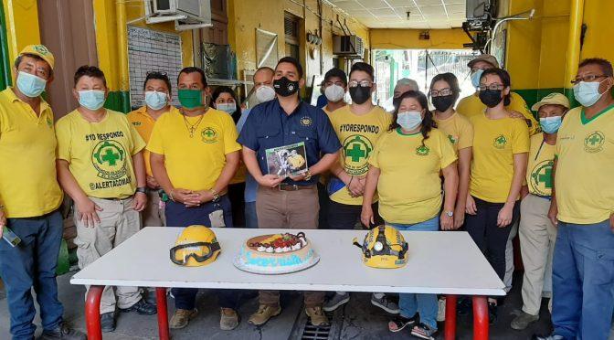GOBERNADOR DE SAN SALVADOR CELEBRA EN COMANDOS DÍA DEL SOCORRISTA